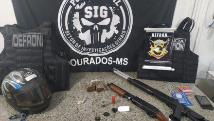 Objetos apreendidos na casa de um dos suspeitos de envolvimento na execução — Foto: Polícia Civil/Divulgação.
