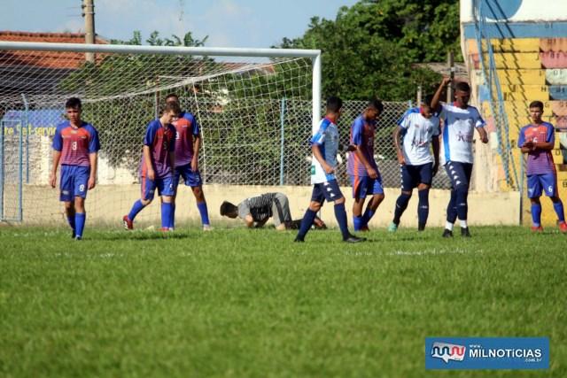 Andradina E. C. (branco),não teve dificuldades para golear os meninos de Votuporanga. Fotos: MANOEL MESSIAS/Agência