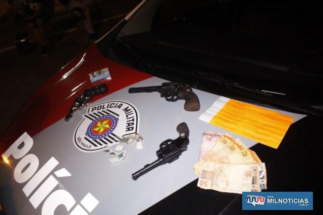 Além das armas, foram apreendidos cocaína, crack e mais de R$ 600,00 em dinheiro.  Foto: MANOEL MESSIAS/Agência