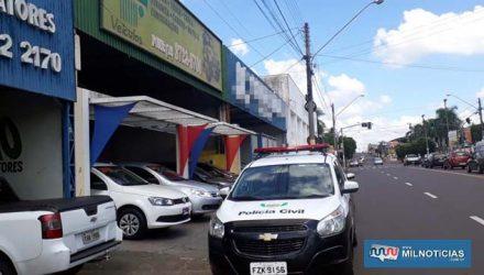 Operação aconteceu em uma garagem da Av. Guanabara, em busca de veículos suspeitos de serem adquiridos na farsa. Foto: MANOEL MESSIAS/Agência