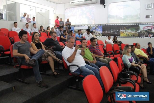 Muitos politicos e estudantes de direito presentes à seção especial