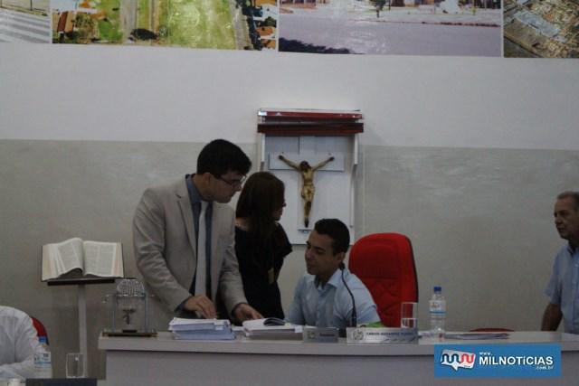 Advogado da Câmara, Hygor Grecco (esq.), assessorando o presidente profº Ceará.