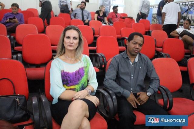 Promotora de Justiça Regislane Topazi e um serventuário do forum de Andradina