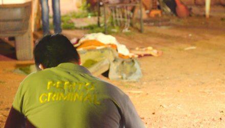 Homem que estava sentado na porta de casa foi morto a tiros em Santa Rita do Trivelato — Foto: Alecsander Ulbrik/Primeira Hora MT.