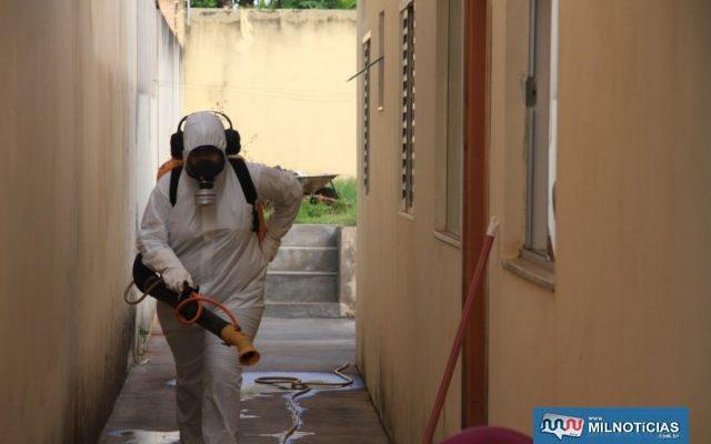 Além de pulverizar imóveis as equipes de vigilância e endemias iniciará a dedetização das bocas de lobos no combate a dengue. Foto: Secom/Prefeitura