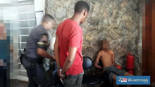 Serviços gerais (camiseta vermelha), foi indiciado por tráfico/Associação ao tráfico de entorpecentes. Foto: MANOEL MESSIAS/Agência
