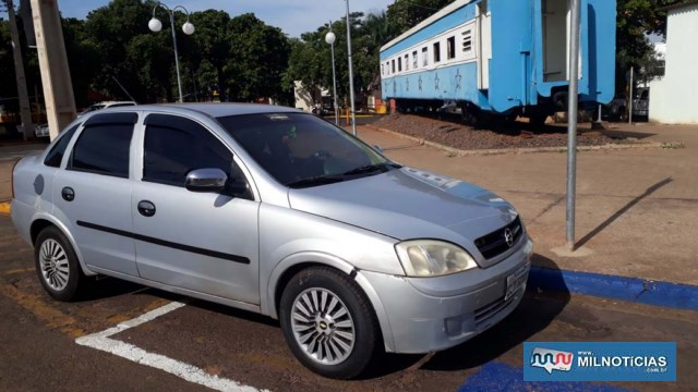 Veículo GM Corsa sofreu riscos no parachoque e entortamento da placa, ambos dianteiros. Foto: MANOEL MESSIAS/Agência