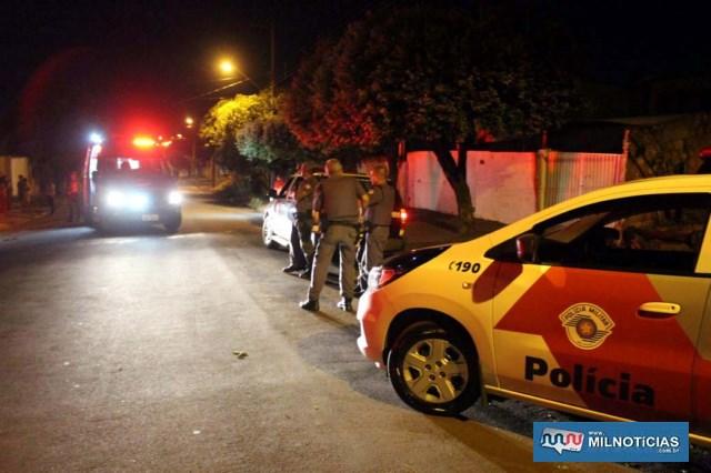 Acidente inusitado aconteceu na rua Aquidauana, entre as ruas José Lopes de Oliveira e Vitório Guaraciaba, na Vila Mineira. Foto: MANOEL MESSIAS/Agência