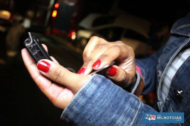 Filha da vítima mostra chave que se quebrou e resultou no acidente inusitado. Foto: MANOEL MESSIAS/Agência