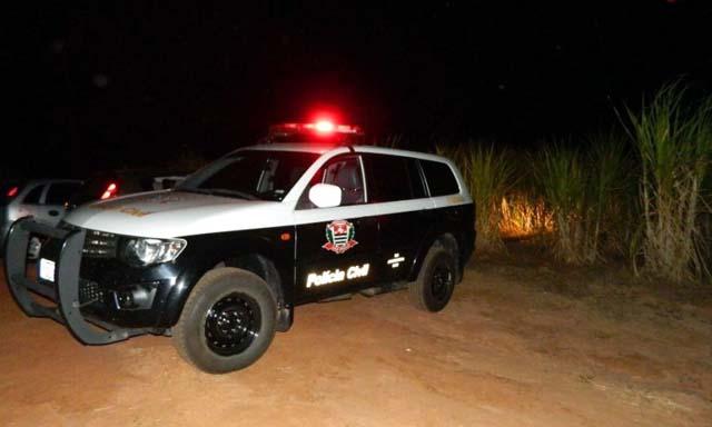 Corpo foi localizado em canavial, com três perfurações de tiros. Foto: Diego Fernandes Silva / adamantinanet.com.br