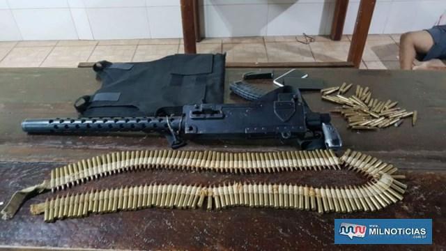 Metralhadora 762 com diversas munições foram apreendidas. Foto: DIVULGAÇÃO/PM