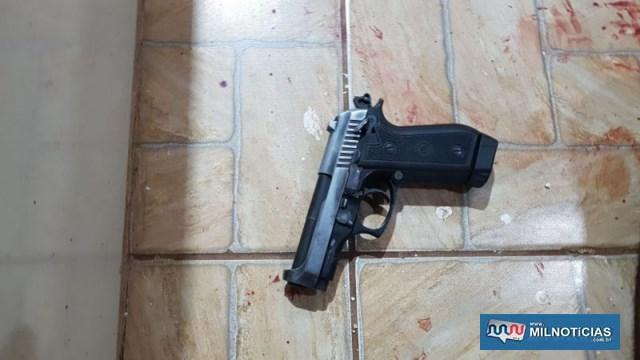De acordo com a polícia, criminosos estavam com diversas armas de fogo no imóvel. Foto: DIVULGAÇÃO/PM