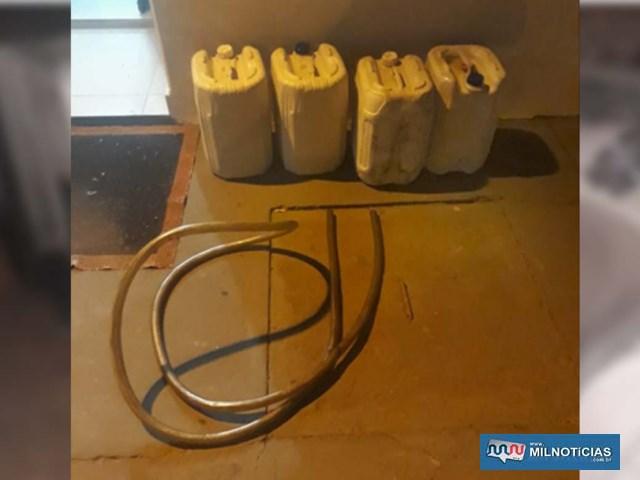 Foram recuperados e devolvidos 4 galões de óleo diesel, contendo 20 litros cada, totalizando 80 litros. Foto: DIVULGAÇÃO