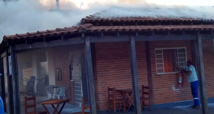 Incêndio atingiu cozinha de restaurante em Itapura — Foto: Arquivo Pessoal