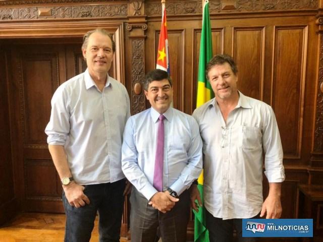 Pedrinho Bentivóglio com secretário de Estado de Esporte, Aldair Rodrigues. Foto: Secom/Prefeitura