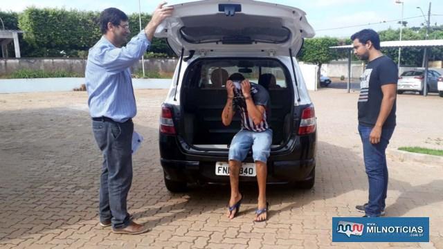 Acusado é levado por policiais civis ao IML – Instituto Médico Legal, antes de ser encaminhado para a audiência de custódia. Foto: MANOEL MESSIAS/Agência
