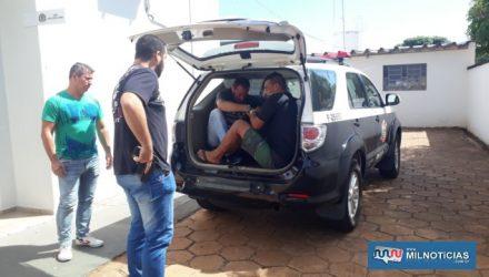 Os dois acusados, junto com um homem preso por tráfico, foram encaminhados ao forum pela Polícia Civil. Foto: MANOEL MESSIAS/Agência