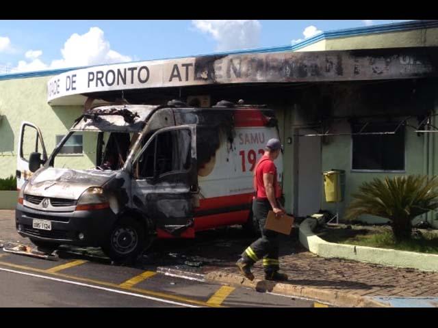 Unidade de resgate e fachada da UPA ficaram destruídos. Foto: Região Noroeste
