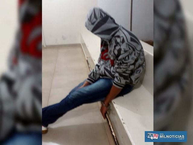 Rapaz foi indiciado por tráfico de entorpecente, permanecendo preso até a audiência de custódia, quando juiz liberou-o para responder em liberdade. Foto: MANOEL MESSIAS/Agência