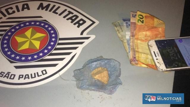 Foram apreendidos um invólucro contendo 8,3 gramas de crack, além de R$ 54,00 em dinheiro. Foto: DIVULGAÇÃO