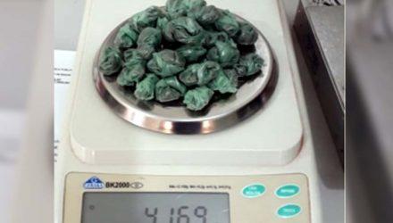Foram apreendidas 34 porções de maconha, embaladas e prontas para a comercialização, pesando aproximadamente 42 gramas. Foto: DIVULGAÇÃO