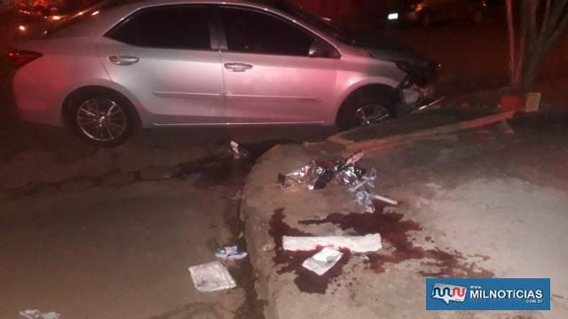 Local de atendimento da vítima ficou com grande mancha de sangue devido ferimentos na perna. Foto: MANOEL MESSIAS/Agência
