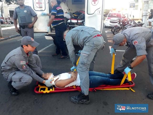 Filha do comerciário, que seguia como passageiro, sofreu escoriações mais leves ainda, porém, estava muito nervosa com o acidente. Foto: MANOEL MESSIAS/Agência