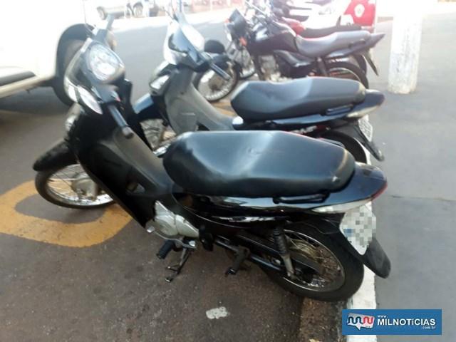 Motoneta Biz sofreu apenas pequenos riscos na carenagem, já que as duas motos não chegaram a cair no asfalto, informou o comerciante. Foto: MANOEL MESSIAS/Agência