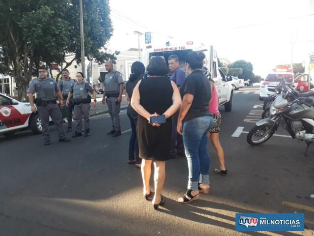 Colegas e parentes das vítimas foram ao local do acidente. Foto: MANOEL MESSIAS/Agência
