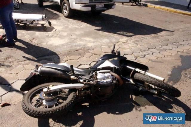 XRE 300 sofreu riscos no tanque e carenagem, além de quebra de um retrovisor e entortamento do pedal de freio. Foto: MANOEL MESSIAS/Agência