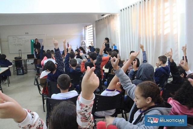 Alunos do Anna Maria Marinho Nunes recebem visitas de equipe de banco. Foto> Secom/Prefeitura