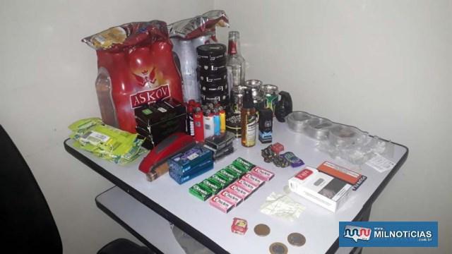 Foram recuperados dezenas de produtos alimentícios, como chicletes, doces, chicletes, dichavador, isqueiros. Foto: MANOEL MESSIAS/Agência