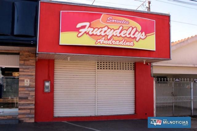 Sorveteria roubada está localizada na rua Bandeirantes, bairro Piscina. Foto: MANOEL MESSIAS/Agência