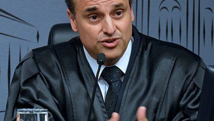 Juiz Emerson Sumariva Junior: Justiça não sabia sobre detenção de menores envolvidos em rouba a joalheira (Foto: Arquivo)