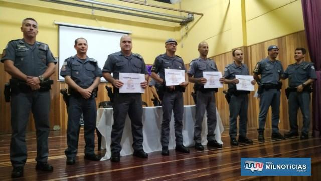 A partir da esq., sargento PM Vieira e Capitão PM Romansini e na outra ponta tenente coronel PM Marcelo, com os destaques de abril/19. Foto: DIVULGAÇÃO