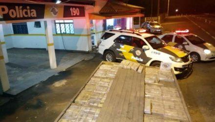 Carga de maconha estava escondida em assoalho falso de caminhão F 4000, semelhante à grande apreensão do dia anterior. Foto: DIVULGAÇÃO/PMRv