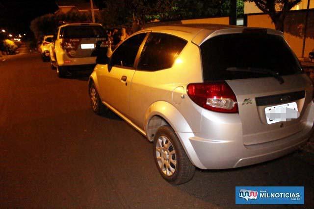 Veículo Ford KA, na cor cinza, utilizado pelo trio para cometer o crime de tráfico foi apreendido; Veículo era emprestado. Foto: MANOEL MESSIAS/Agência