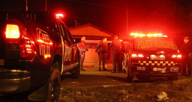 Polícia Militar e Guarda Municipal apagam chamas em residência de Artur Nogueira — Foto: nogueirense.com.br.