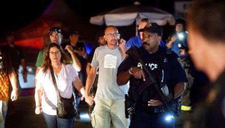 Atirador mata 3 e deixa vários feridos na Califórnia — Foto: AP Photo/Noah Berger.