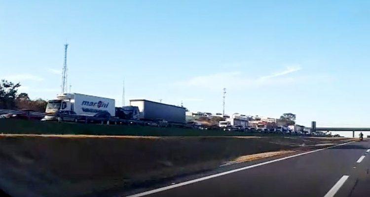 Acidente gerou congestionamento de cerca de 7 km na Rodovia dos Bandeirantes (SP-348) — Foto: Élcio Júnior.