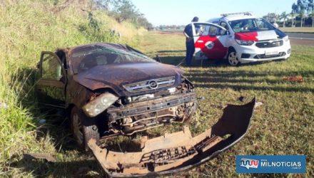 Astra sofreu destruição total após capotamento. Felizmente não houve vítima grave nesse acidente. Fotos: MANOEL MESSIAS/Mil Noticias