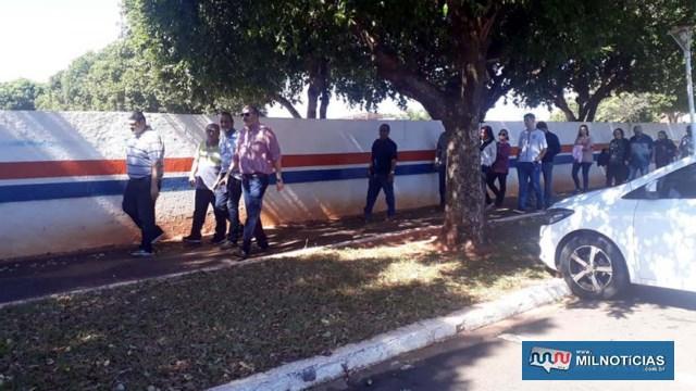 Amigos de longa data e antigos e atuais colegas de profissão foram dar seu ultimo adeus para 'Claudião'. Foto: MANOEL MESSIAS/Agência