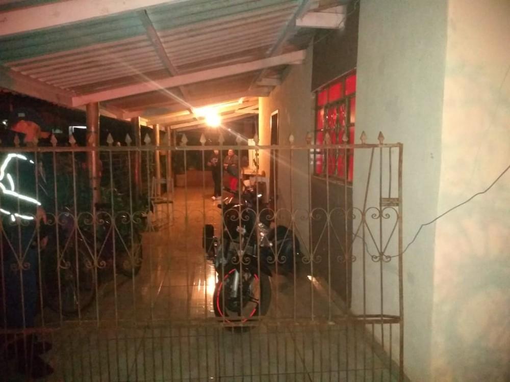 Garagem da casa, onde homem foi morto — Foto: Polícia Civil/Divulgação.