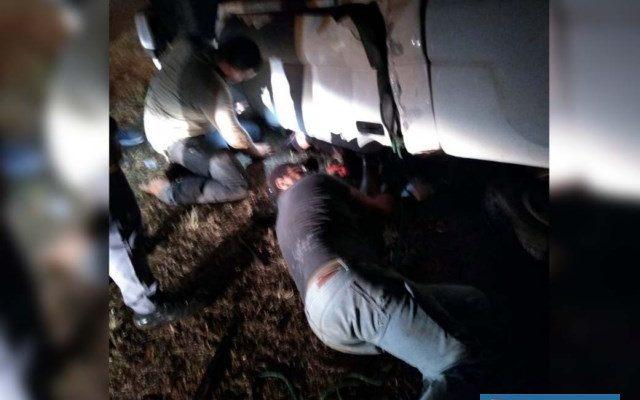 Bombeiros retiraram as vítimas do interior do veículo com ferimentos leves. Foto: DIVULGAÇÃO/Arquivo Pessoal