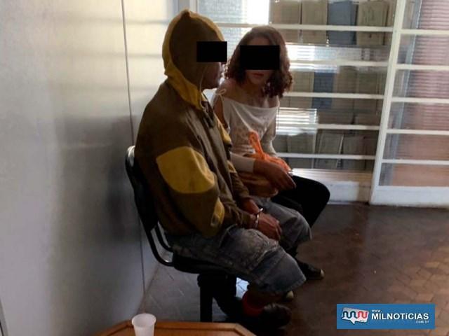 Homem (esq.), foi indiciado por furto e porte de entorpecente. Já a mulher foi indiciada por tráfico de drogas. Foto: MANOEL MESSIAS/Agência