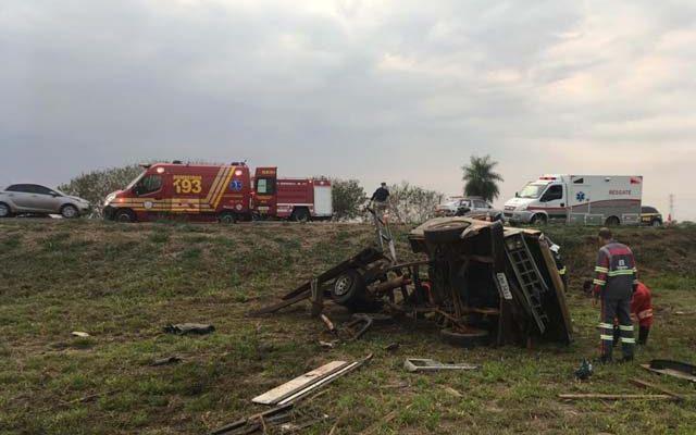 Acidente entre carro, caminhonete e caminhão deixa morto e feridos em Promissão (SP) — Foto: Arquivo pessoal.