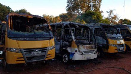 Ônibus atingidos pelo incêndio em Aquidauana (MS) — Foto: Corpo de Bombeiros / Reprodução