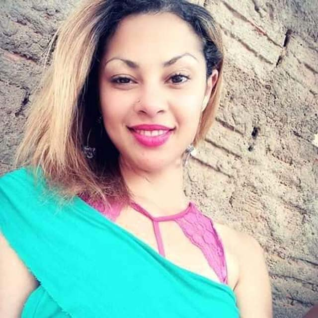 Aline Regina Silva de Oliveira. de 26 anos, apresentava sinais de estrangulamento — Foto: Facebook/Reprodução.