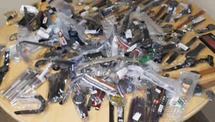 Funcionário dos Correios em Bauru (SP) foi preso por furtar produtos de encomendas — Foto: Divulgação/Polícia Militar.