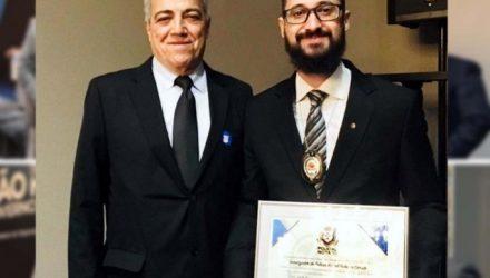 Diretor do DEINTER 10 – Araçatuba, Dr. Nelson Barbosa Filho (esq.), ao lado do investigador Rafael Cerato. Foto: DIVULGAÇÃO